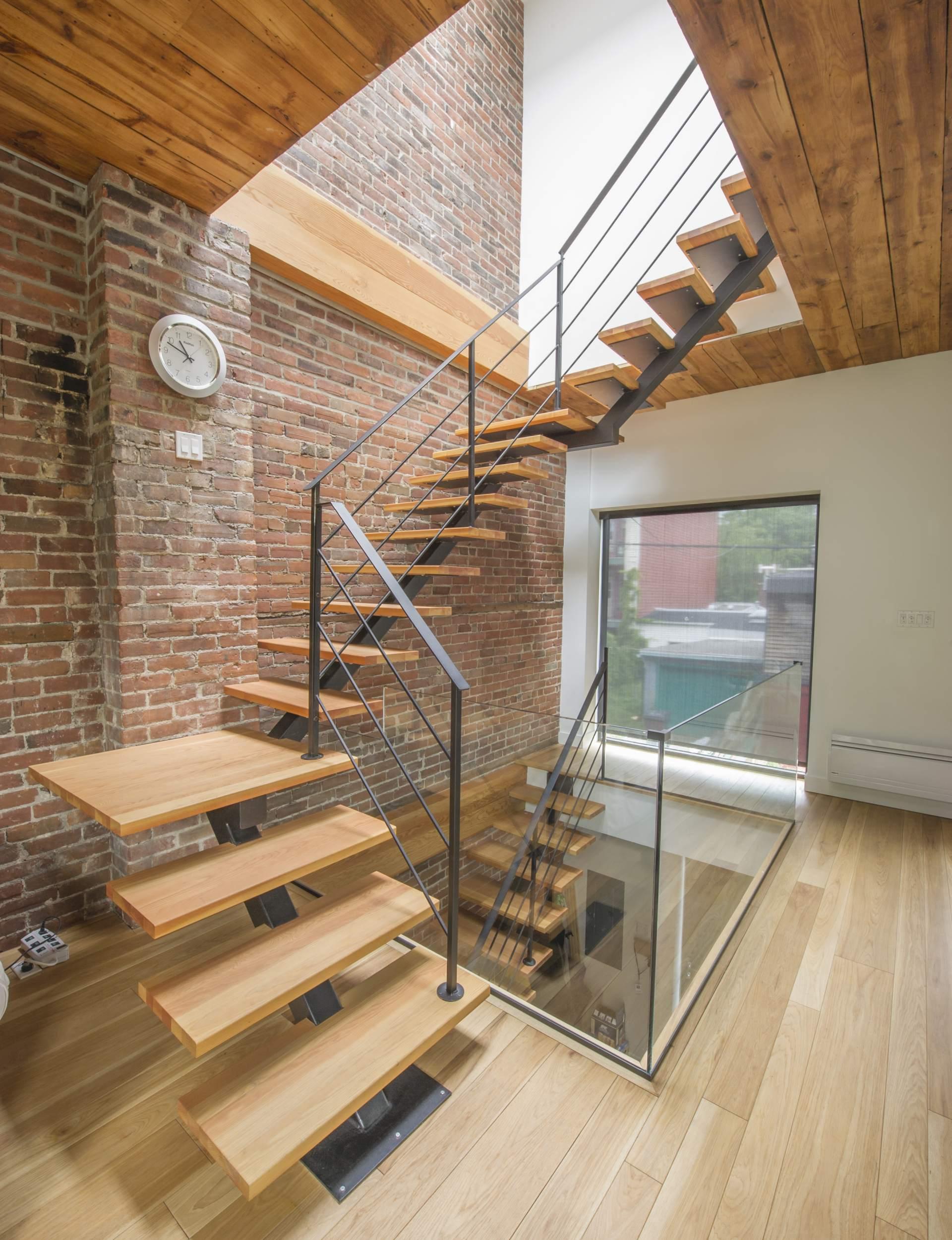 customiser des escalier en bois. Black Bedroom Furniture Sets. Home Design Ideas