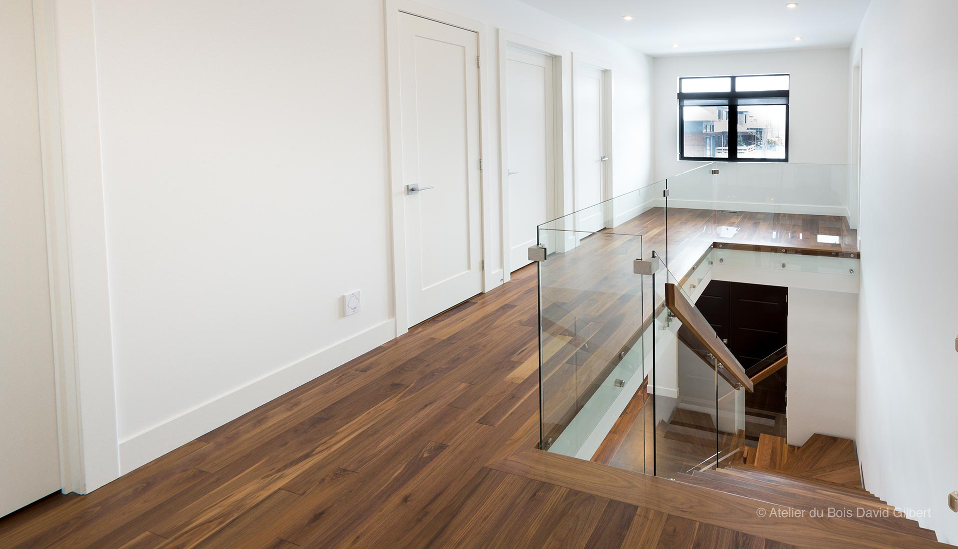 renover un escalier en bois vernis. Black Bedroom Furniture Sets. Home Design Ideas